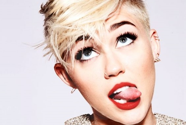 MILEY CYRUS TO PLAY ANNE FRANK