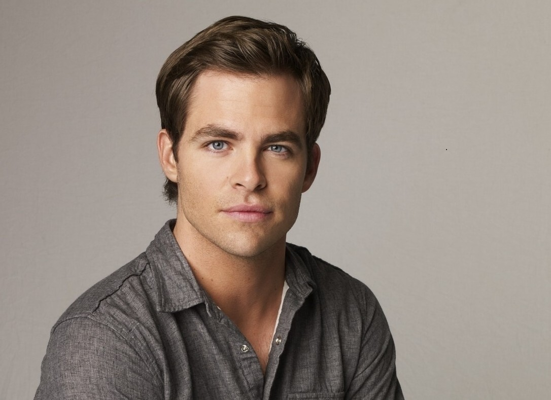 CHRIS PINE TO STAR IN ALL MALE WONDER WOMAN