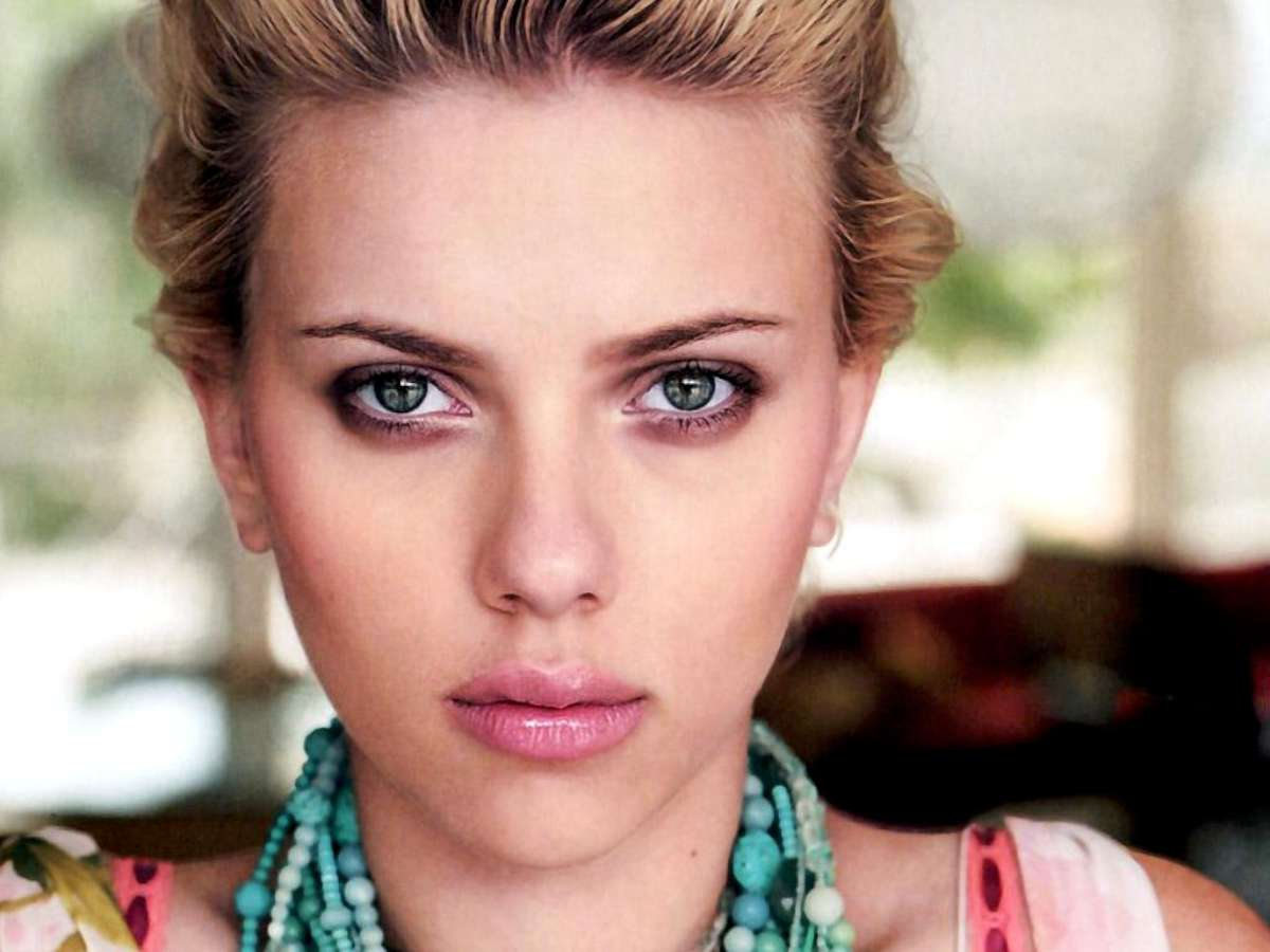 SCARLETT JOHANSSON EARNS MORE THAN $100 A DAY