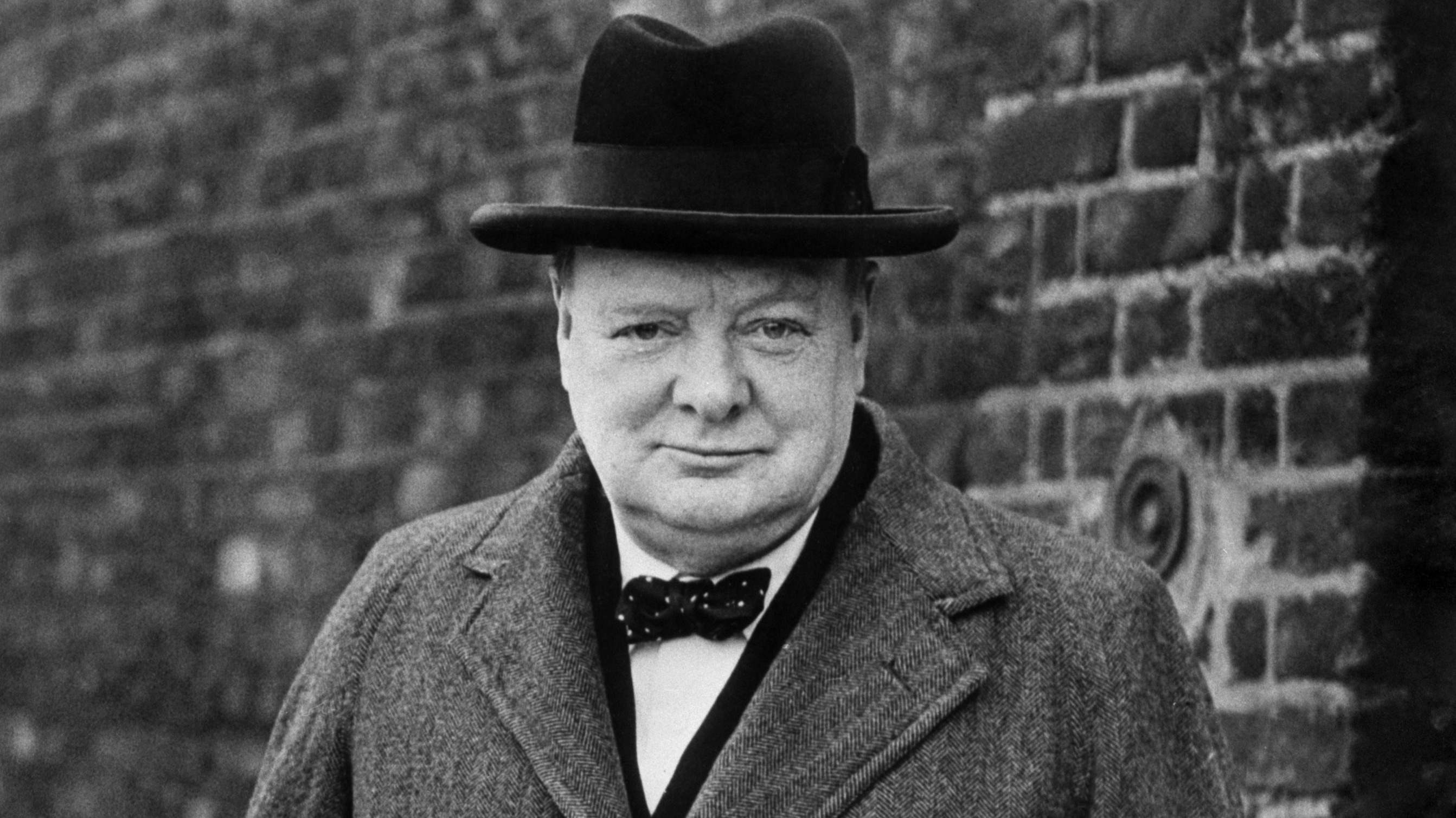 FIRST IMAGE OF GARY OLDMAN AS WINSTON CHURCHILL IS ASTOUNDING